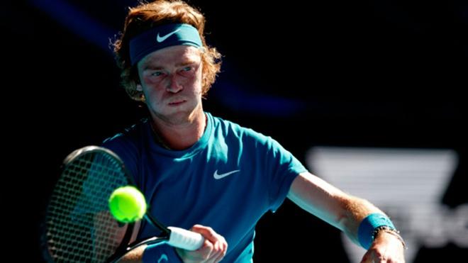 Теннисист Рублев обыграл Надаля в четвертьфинале турнира «Мастерс»