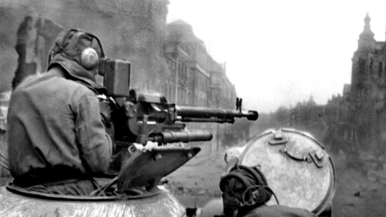 При правильном применении, прикрытые пехотой и огнем собственных зенитных пулеметов, танки в городах были очень грозным оружием<figcaption class=