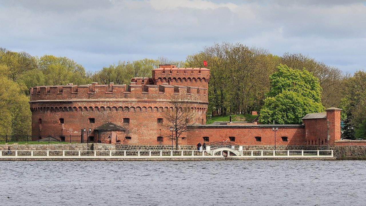 Старые укрепления XIX века в германских городах успели несколько устареть, но, обороняемые при помощи современного вооружения, все еще были крепким орешком в 1945 году<figcaption class=