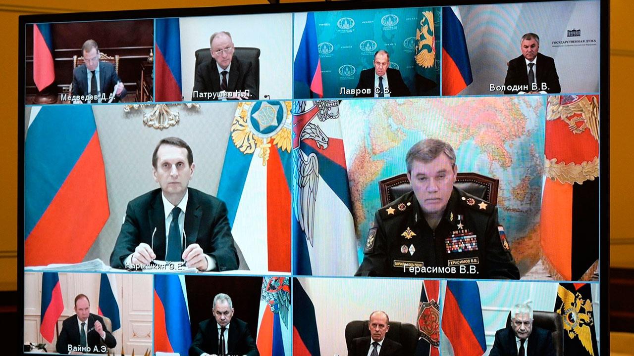 Песков: Путин обсудил ответные меры на санкции США с Совбезом