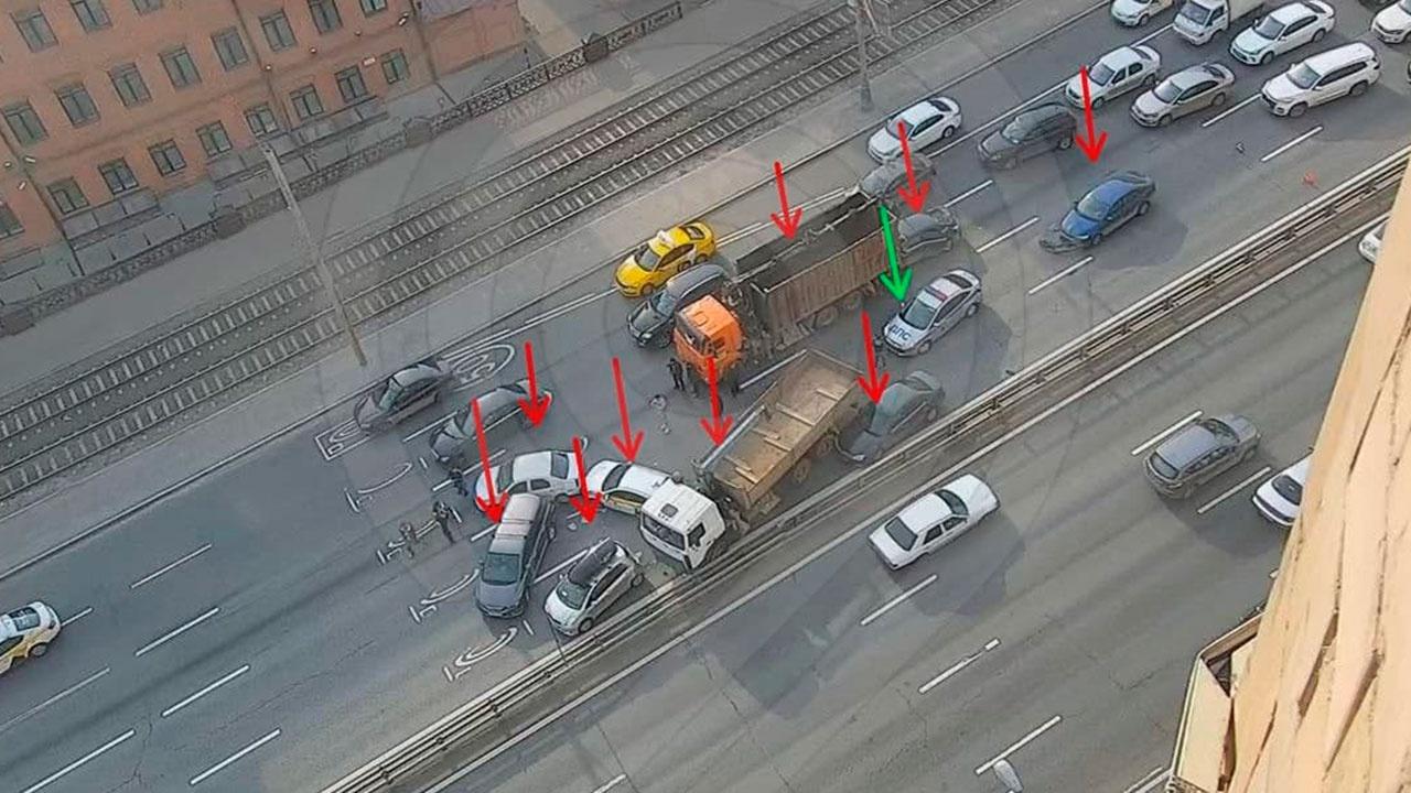 На Варшавском шоссе в ДТП столкнулись девять автомобилей