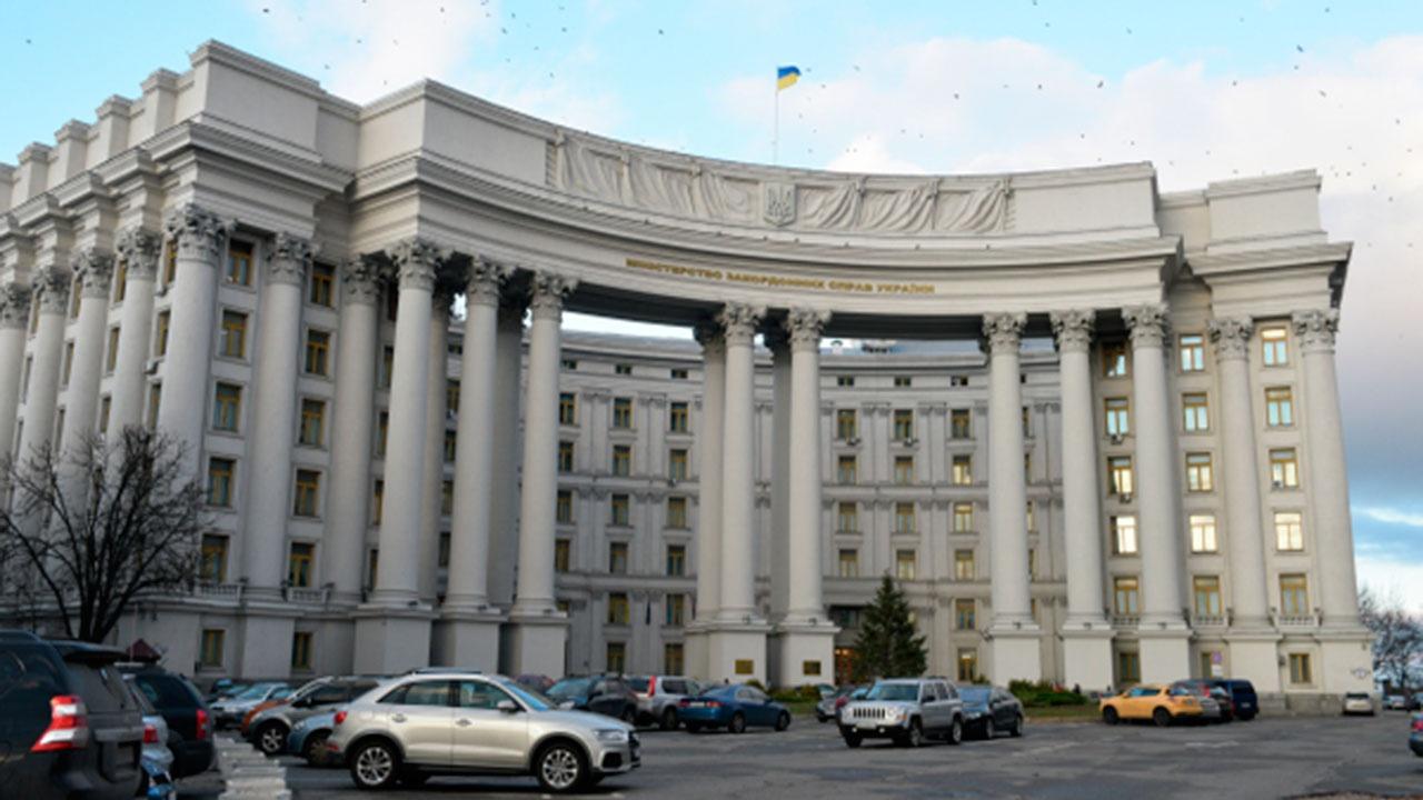 МИД Украины потребовал у старшего дипломата посольства РФ покинуть страну