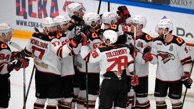 «Авангард» победил ЦСКА в первой игре финальной серии плей-офф КХЛ