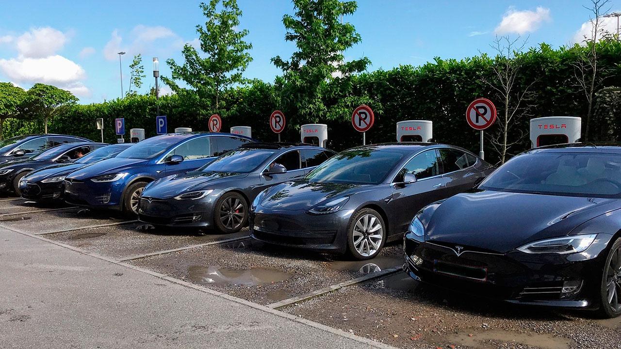 СМИ: два человека погибли в ДТП с оснащенным автопилотом автомобилем Tesla