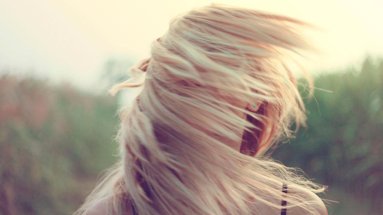 Трихолог раскрыл, какая прическа больше всего вредит волосам