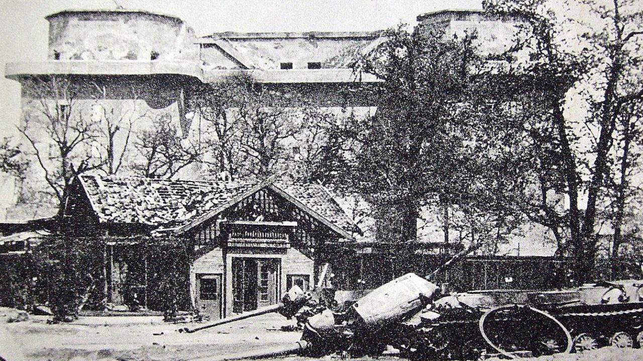Башня ПВО в парке Тиргартен<figcaption class=