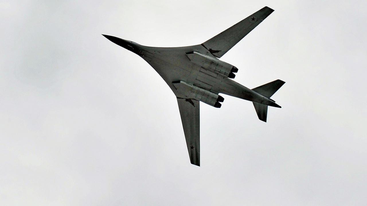 Российские Ту-160 выполнили 8-часовой полет над Балтийским морем в сопровождении истребителей
