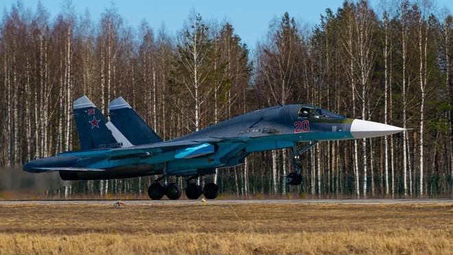 От нас не убежишь: Су-34 уничтожили мобильный командный пункт «противника» в Карелии