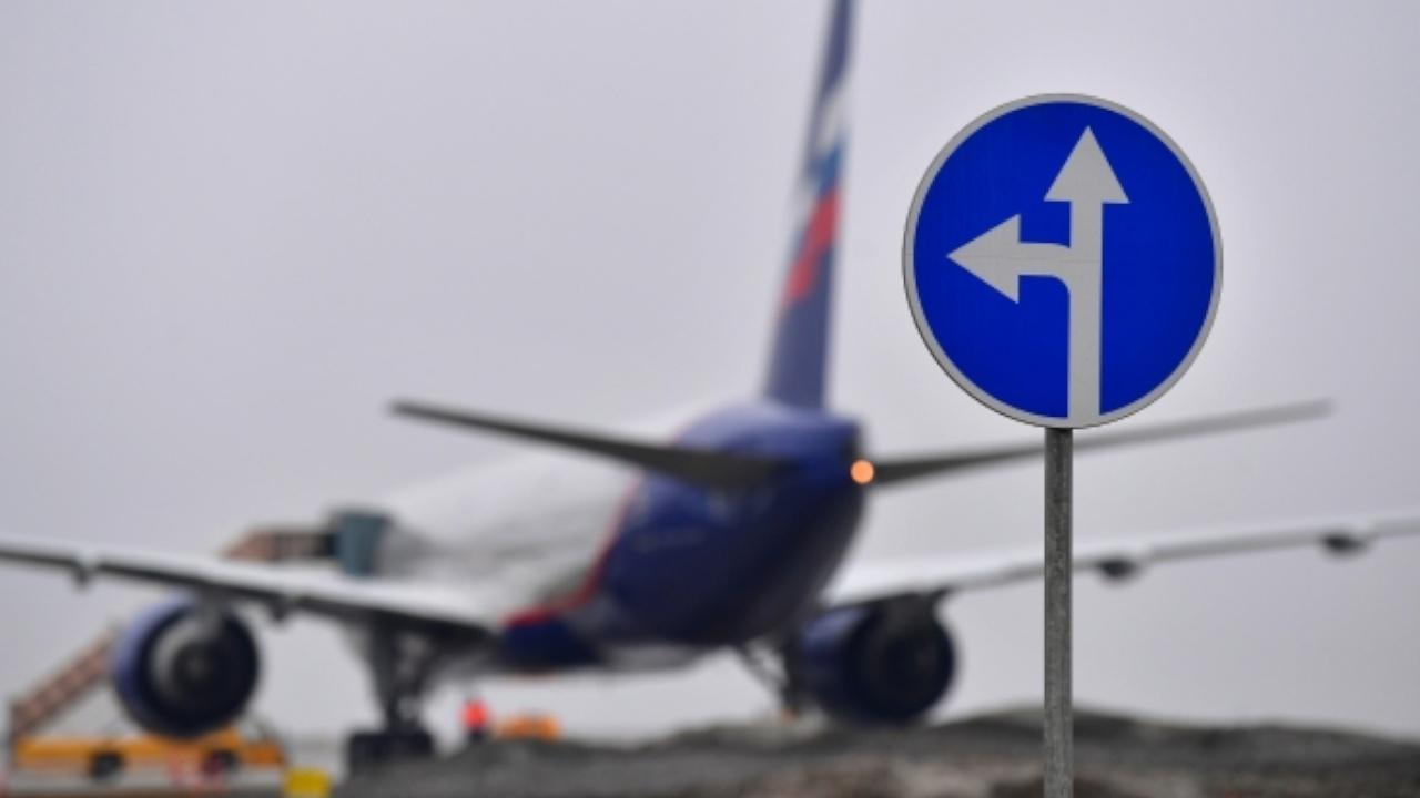 СМИ: самолет с американским послом покинул Москву