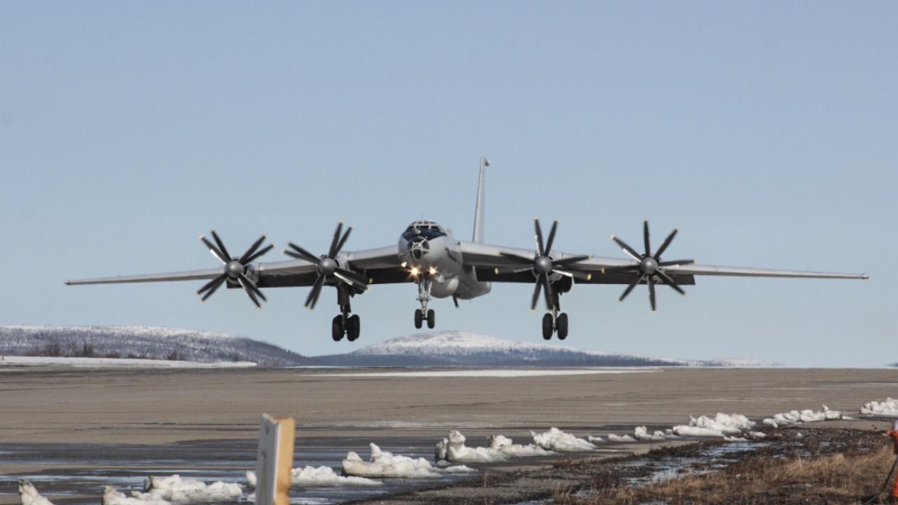 Противолодочные самолеты Ту-142 ТОФ выполнили 10-часовой полет над Тихим океаном