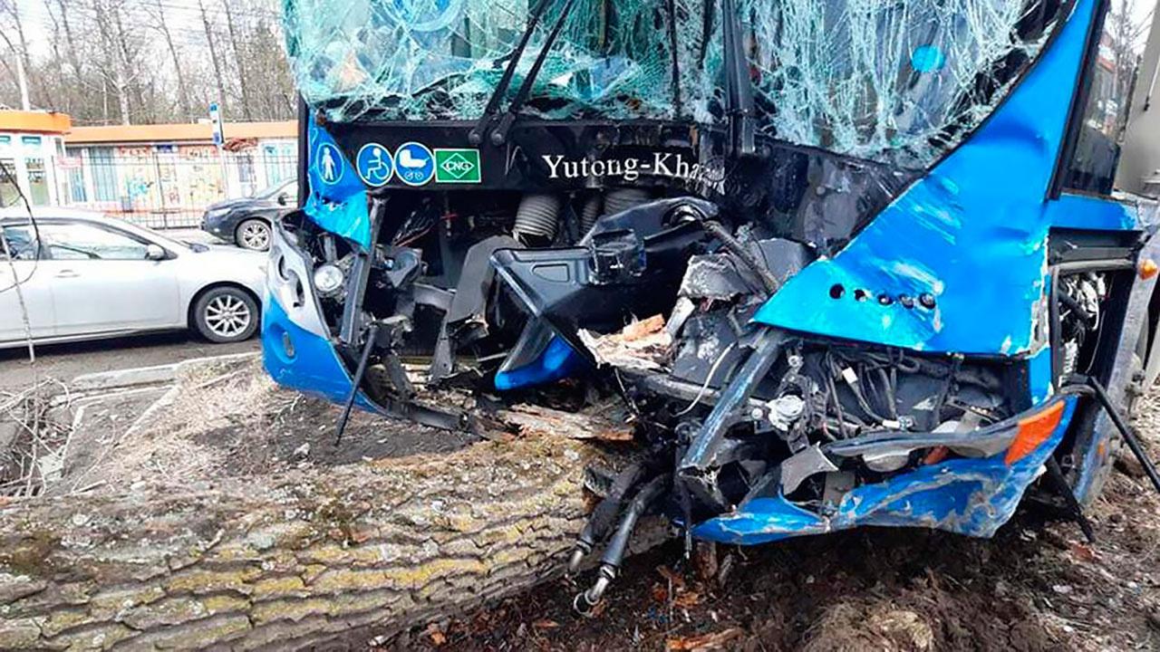 Четыре человека пострадали в аварии с автобусом в Хабаровске