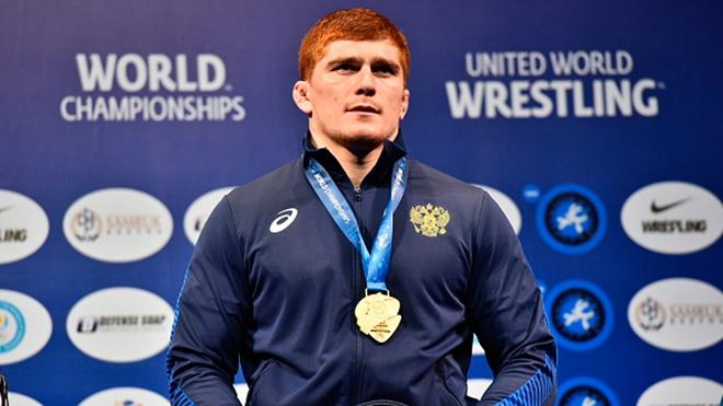 Российский борец Евлоев взял золото на чемпионате Европы