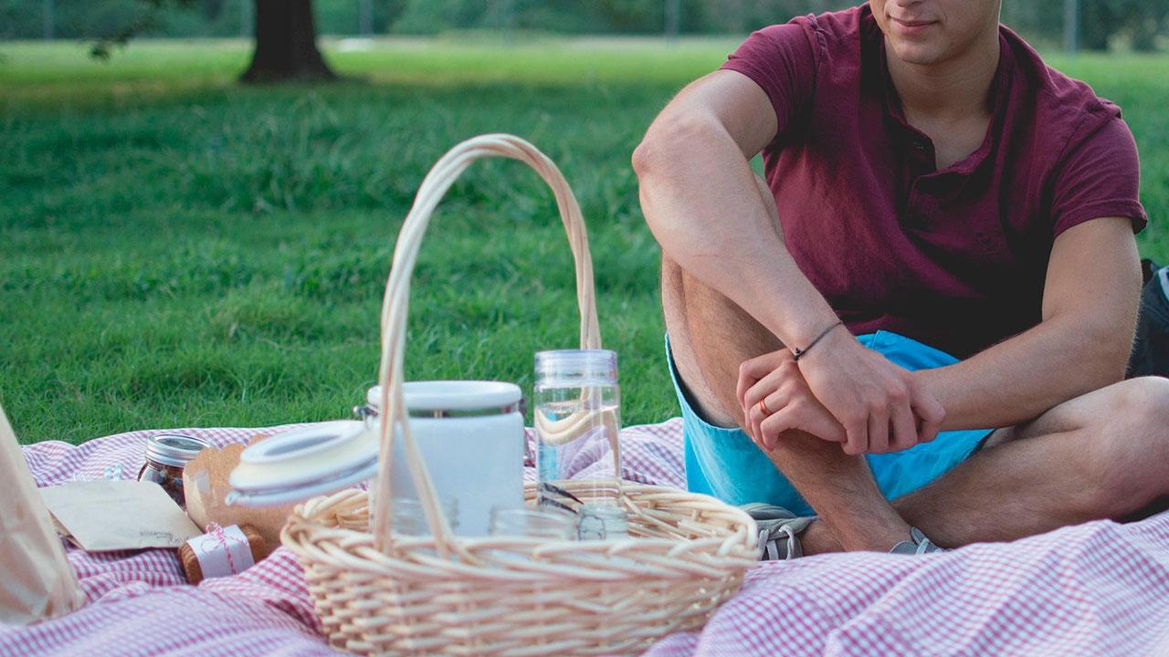 Врач назвал наиболее частые проблемы со здоровьем на пикнике