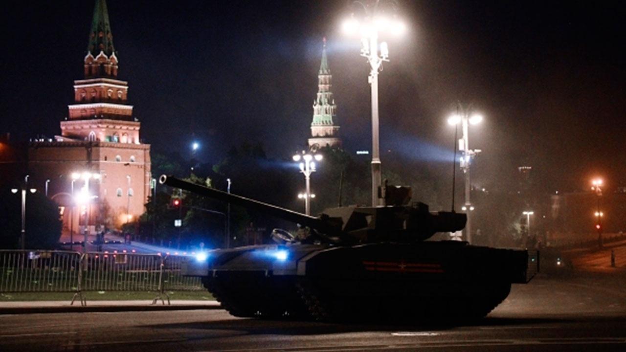 В Москве на Красной площади состоялась первая ночная тренировка к Параду Победы