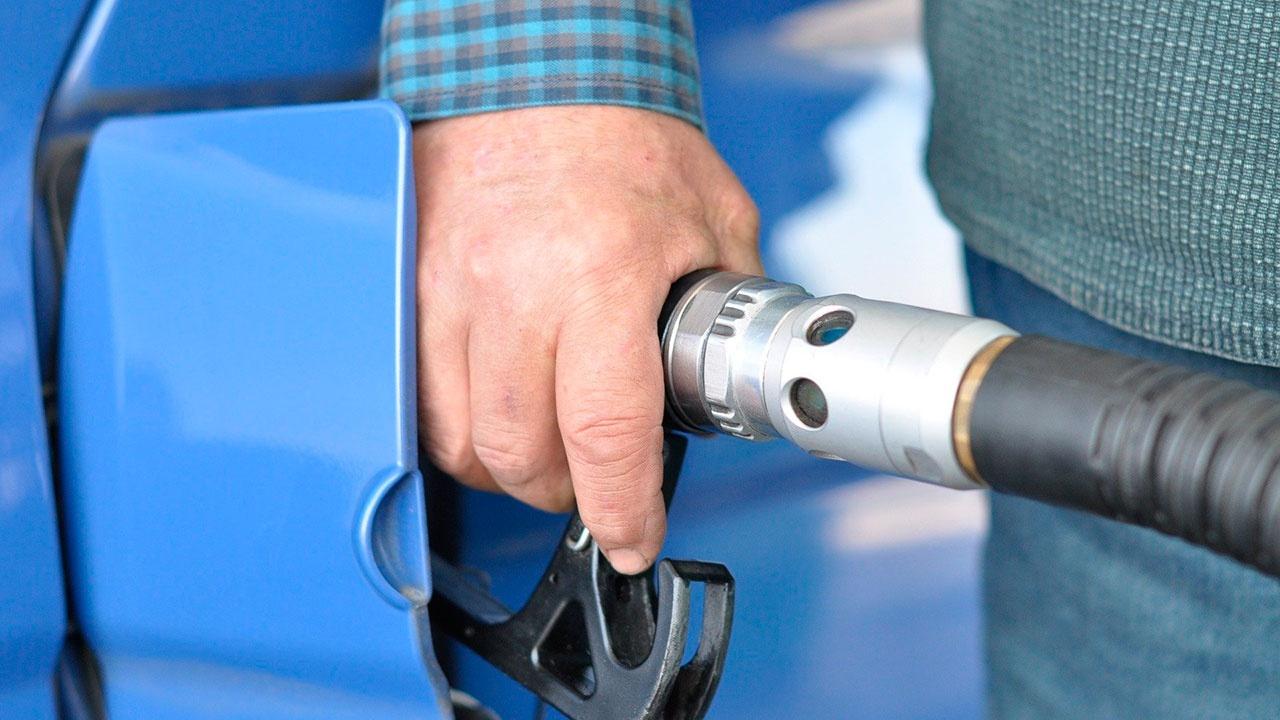 В России начала действовать новая формула расчета цен на бензин