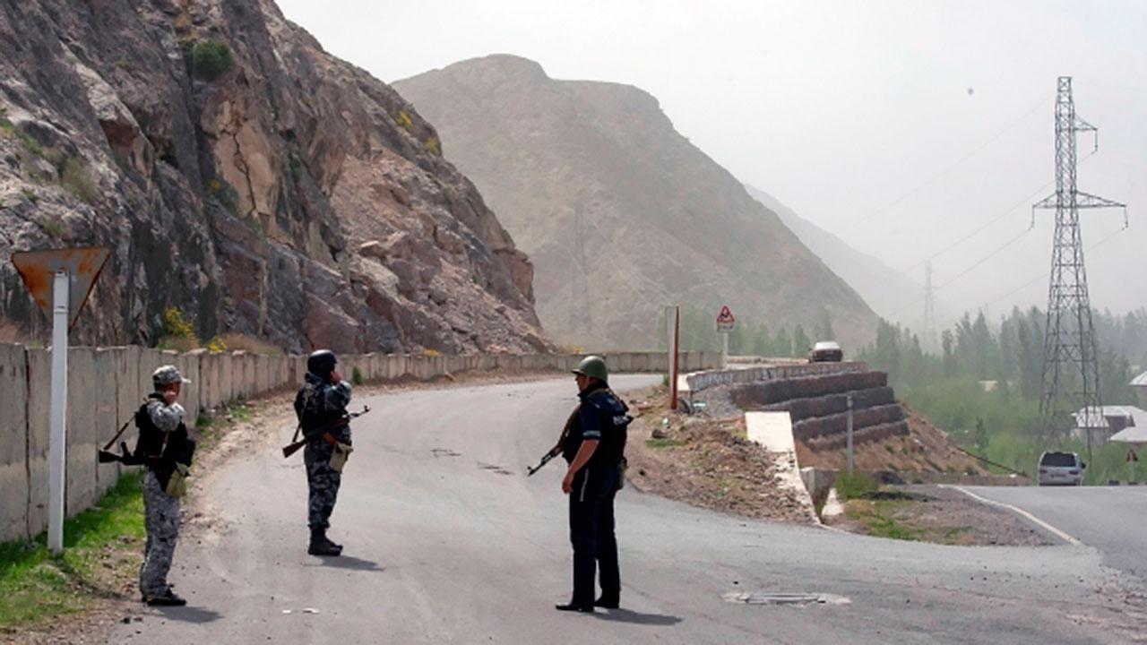 Киргизия заявила об обстреле жилых домов Таджикистаном
