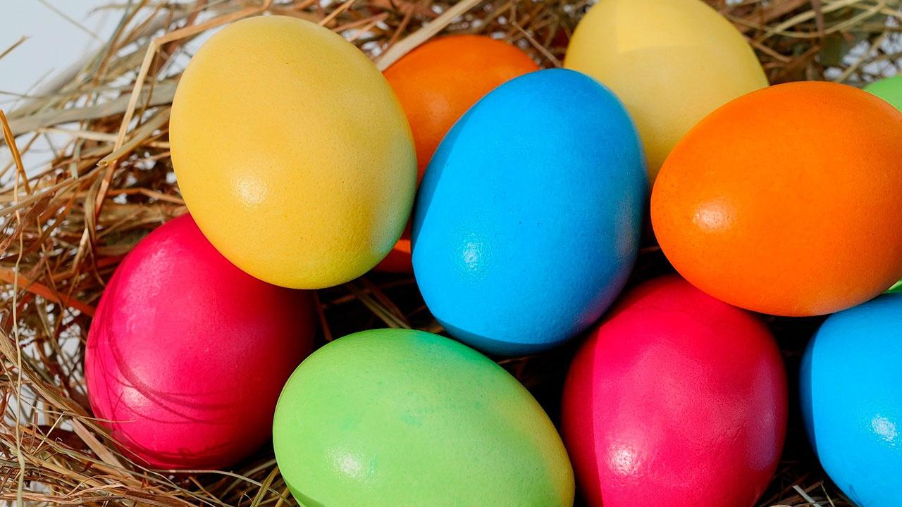 Диетолог рассказала, как лучше всего есть пасхальные яйца