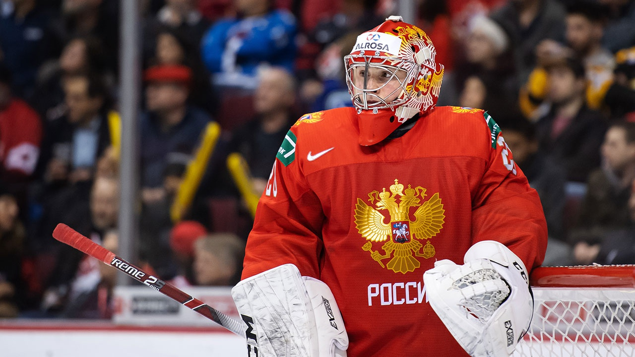 Российский вратарь Кочетков подписал контракт с клубом NHL