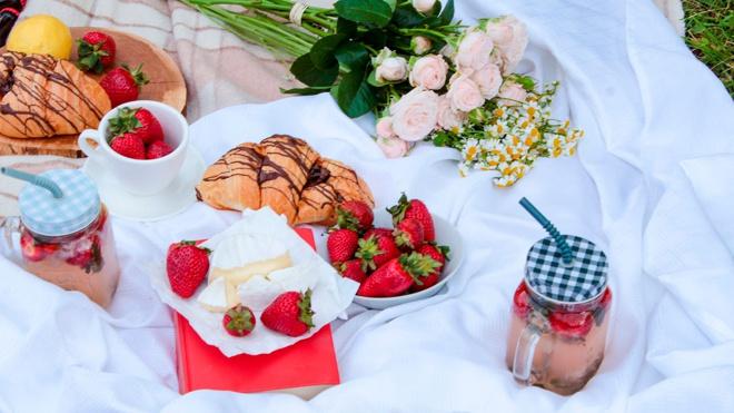Врач перечислил опасные для здоровья продукты на пикнике