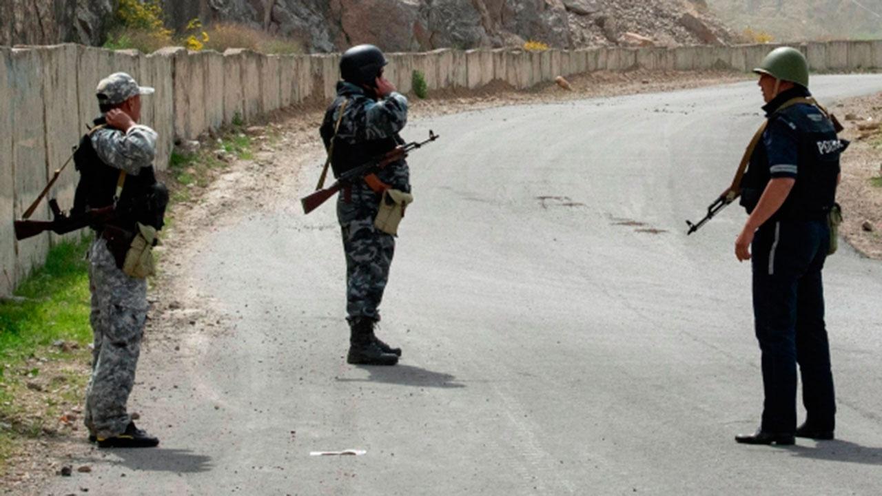 Погранслужба Киргизии заявила о завершении отвода войск в районе конфликта с Таджикистаном