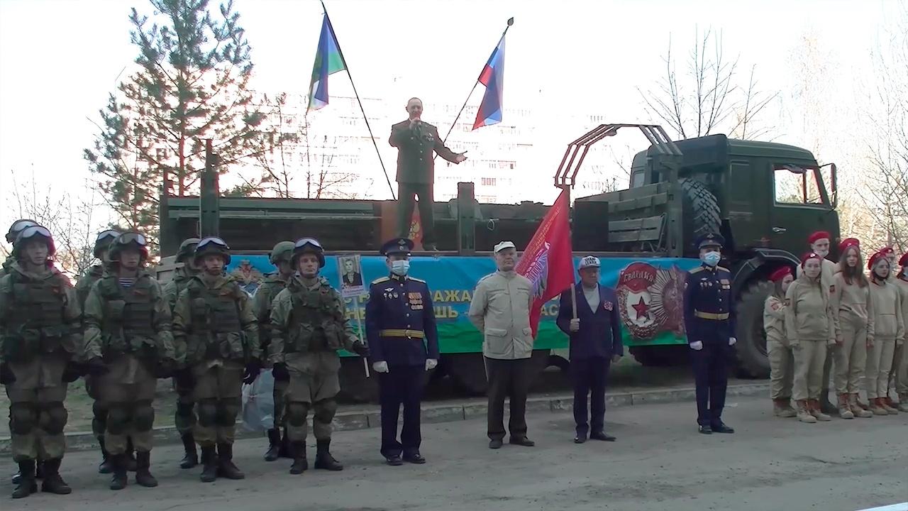 Десантное братство: бойцы ВДВ поздравили ветеранов в Ульяновске и Казани