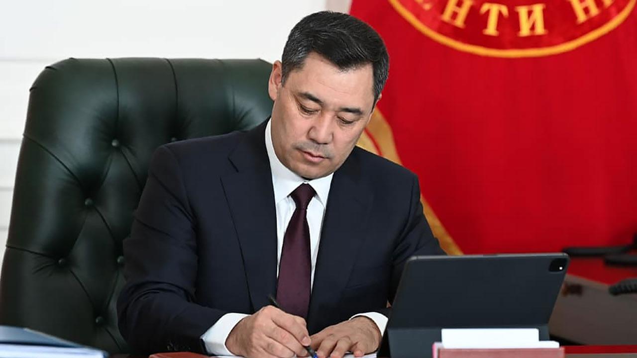 Жапаров подпишет принятый на референдуме проект новой конституции Киргизии