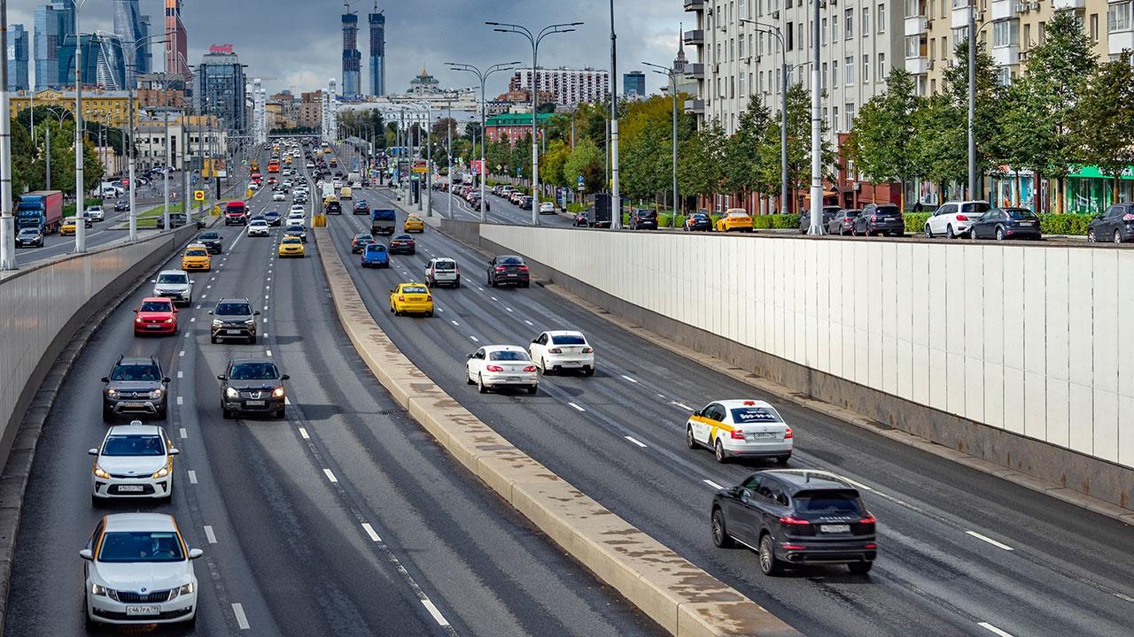 СМИ: кабмин обсуждает снижение нештрафуемого порога превышения скорости