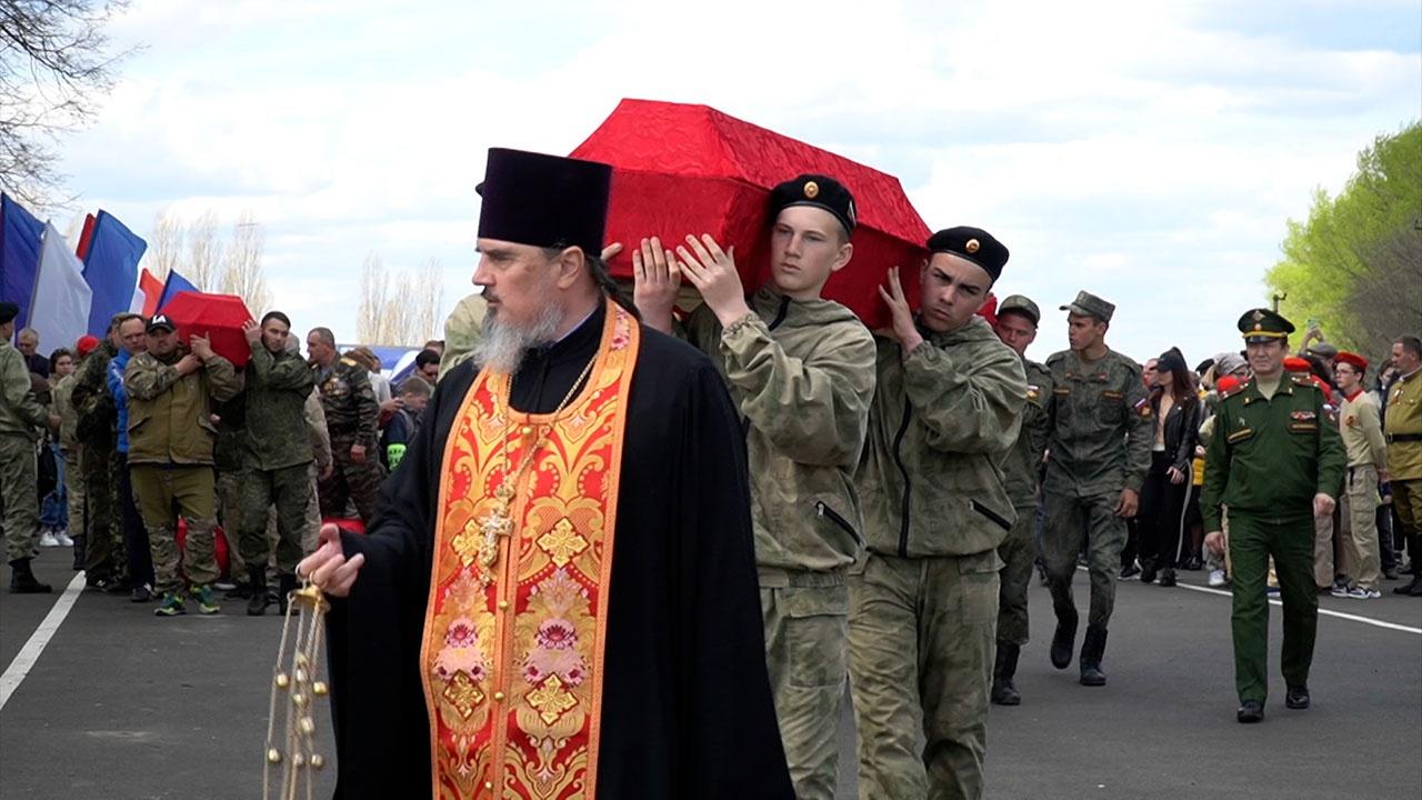 Со всеми почестями: в Курской области торжественно перезахоронили останки советских воинов
