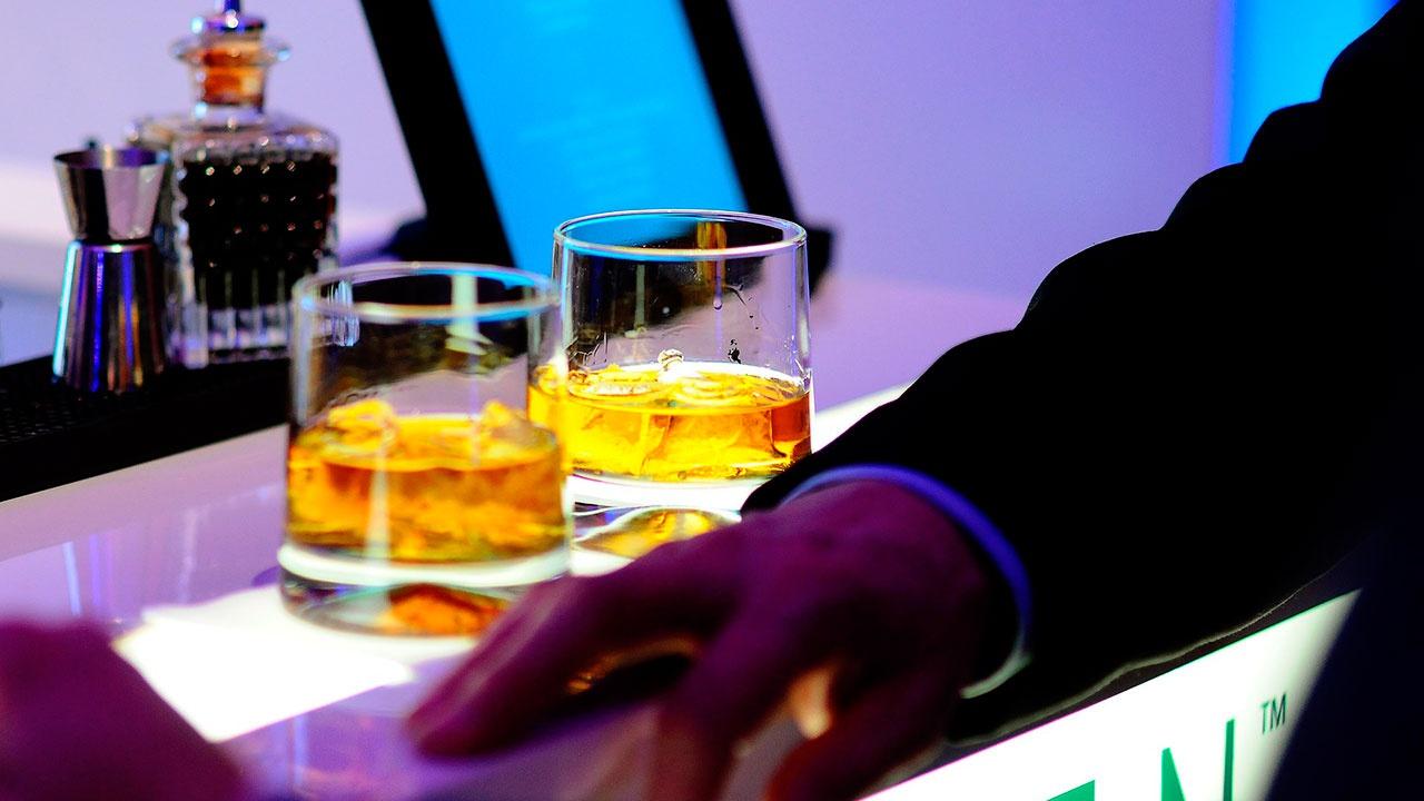 Врач рассказал, какой алкоголь нельзя пить натощак