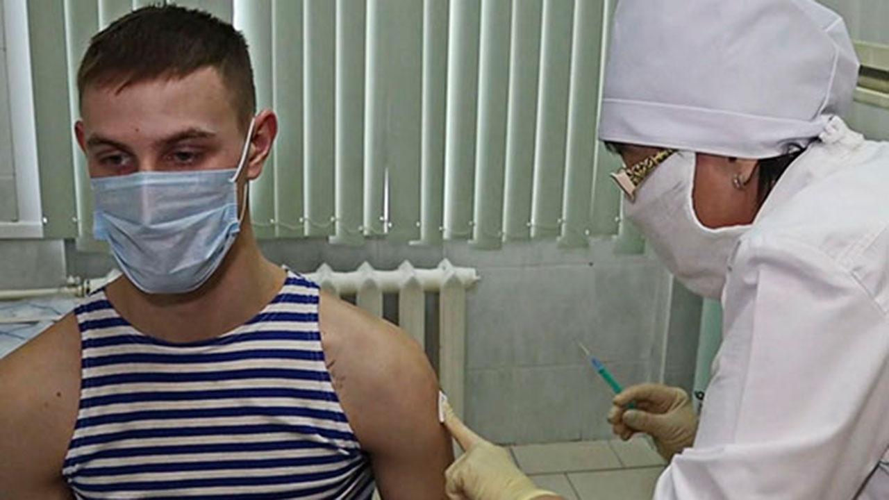 Более 737 тысяч человек в ВС РФ прошли вакцинацию первым компонентом «Спутник V»