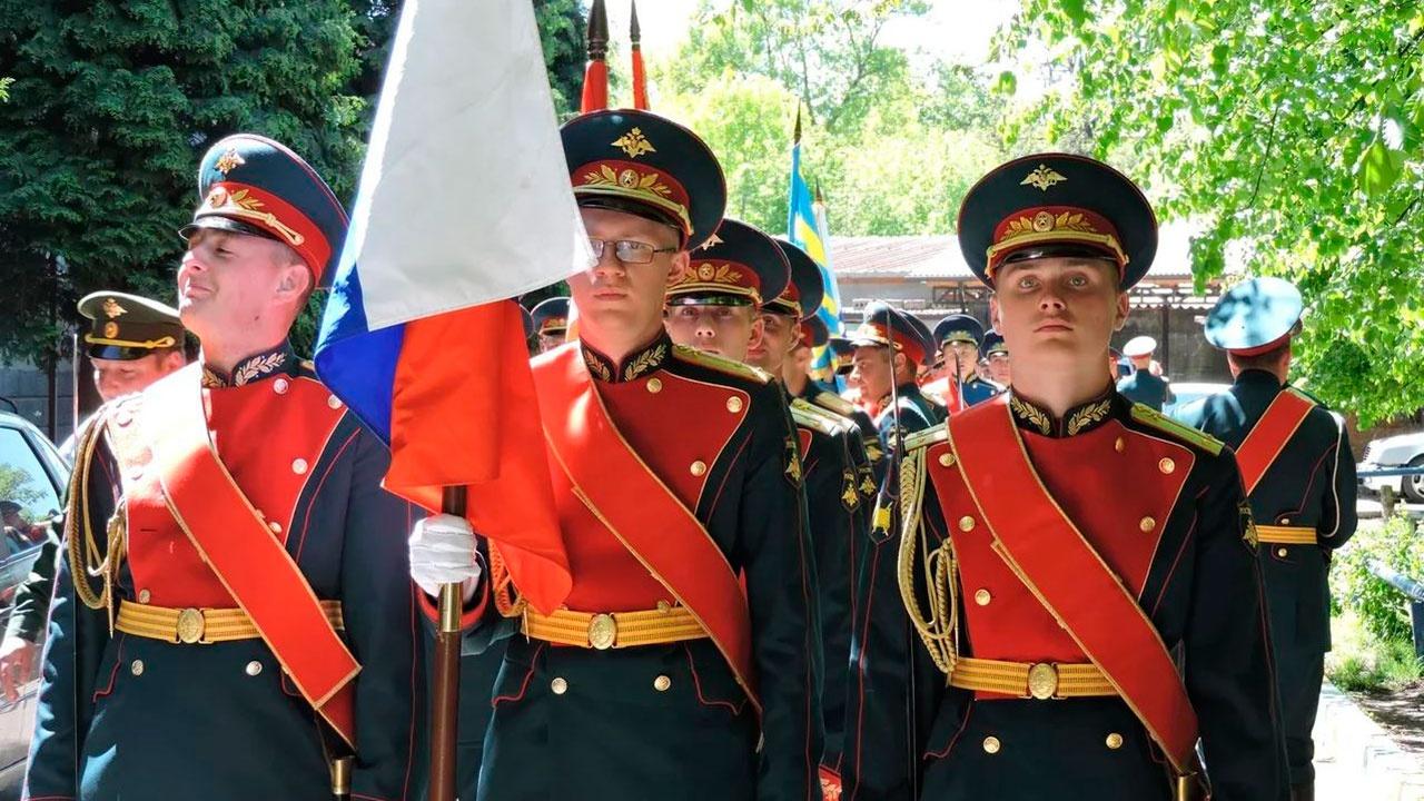 Военнослужащие ЮВО во Владикавказе поздравили фронтовика с Днем Победы