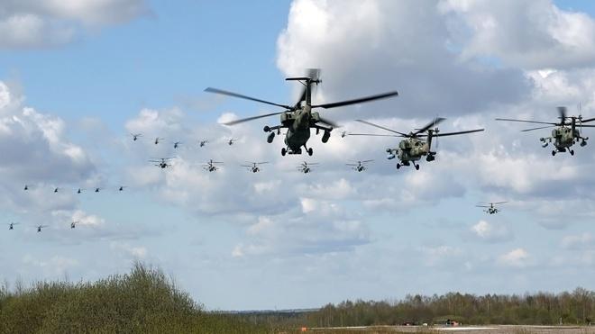 Подготовка к воздушной части Парада Победы в Москве: кадры тренировок