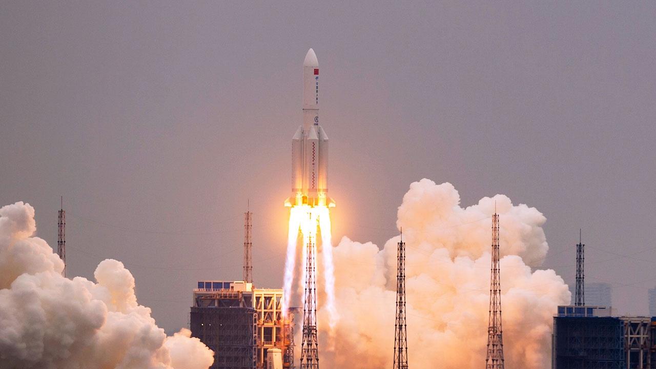 Роскосмос назвал время и место вхождения обломков китайской ракеты в атмосферу Земли
