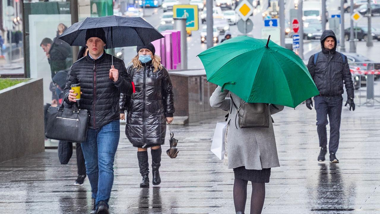 Дождь, ветер и низкое давление: синоптик рассказал о погоде в Москве