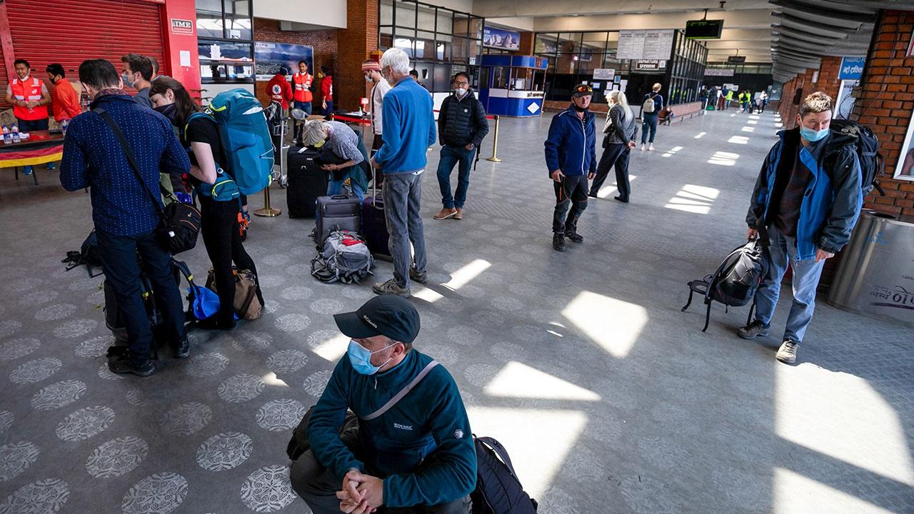 Более 300 российских туристов застряли в Непале из-за локдауна