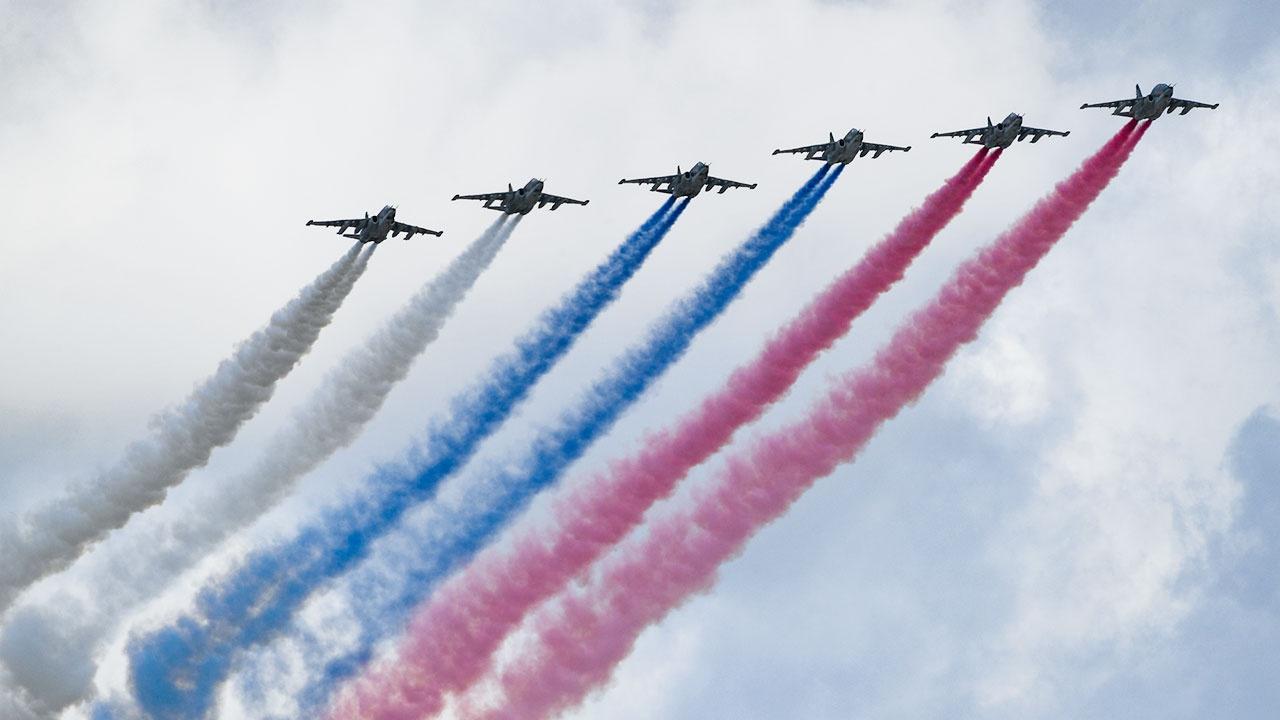 Песков заявил, что погода может повлиять на воздушную часть Парада Победы
