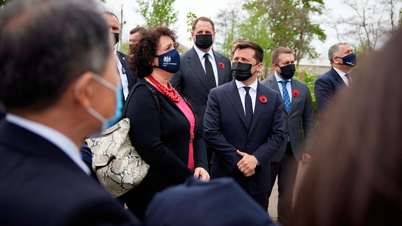 Зеленский с послами Евросоюза и G7 прибыл в Луганскую область