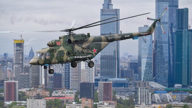Вид на Красную площадь: кадры, снятые из Ми-8 во время авиапарада