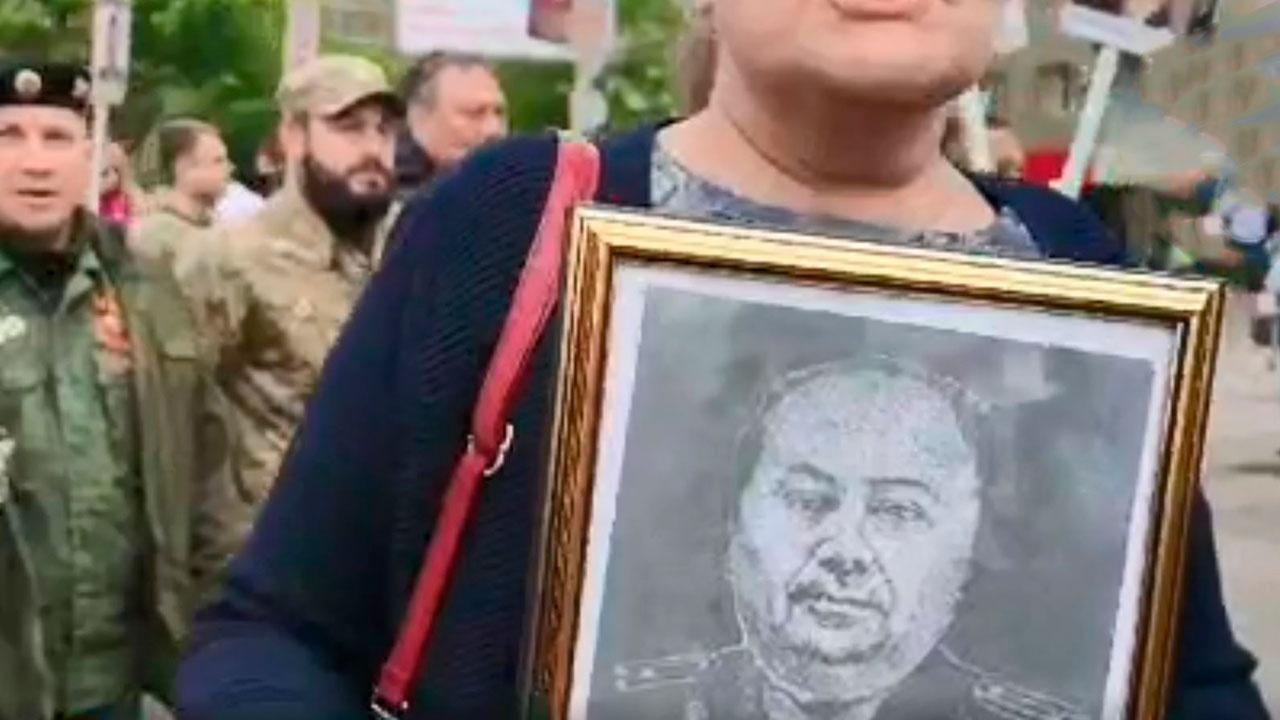 На «Бессмертном полку» в Донбассе пронесли портрет деда Зеленского