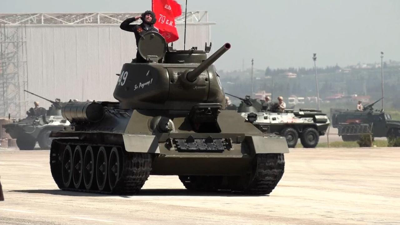 «Тридцатьчетверка» в Сирии: как Т-34 попал на Парад Победы в Хмеймиме