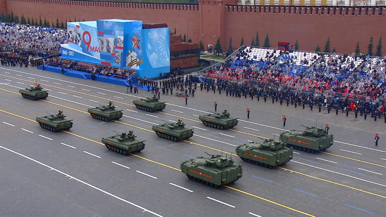 Тяжелые БМП «Курганец-25» с боевым модулем «Эпоха» (сзади)<figcaption class=