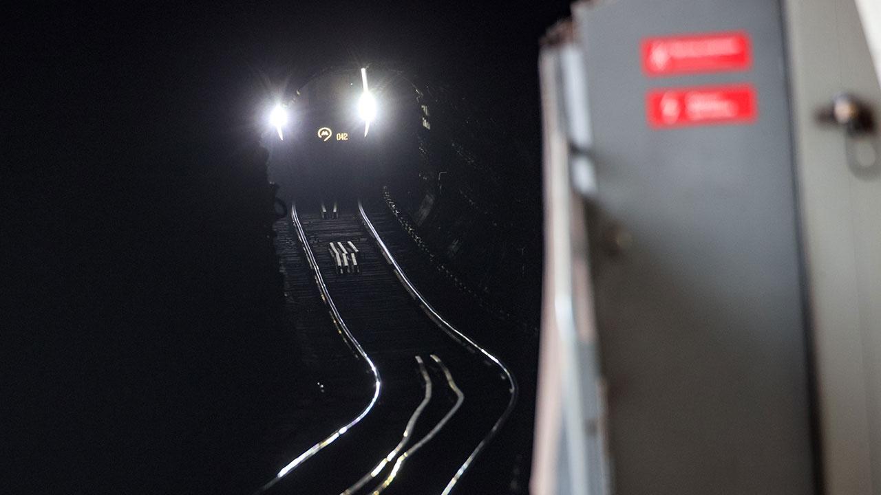 На Арбатско-Покровской линии московского метро остановлено движение из-за человека на пути