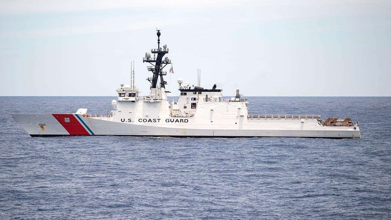 Военные США произвели предупредительные выстрелы перед иранскими кораблями в Ормузском проливе