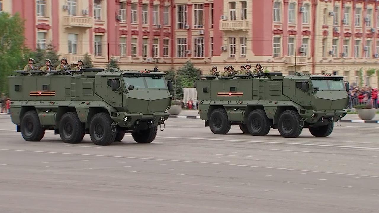 Масштабный оркестр и около 70 единиц техники: как прошел Парад Победы в Ростове-на-Дону