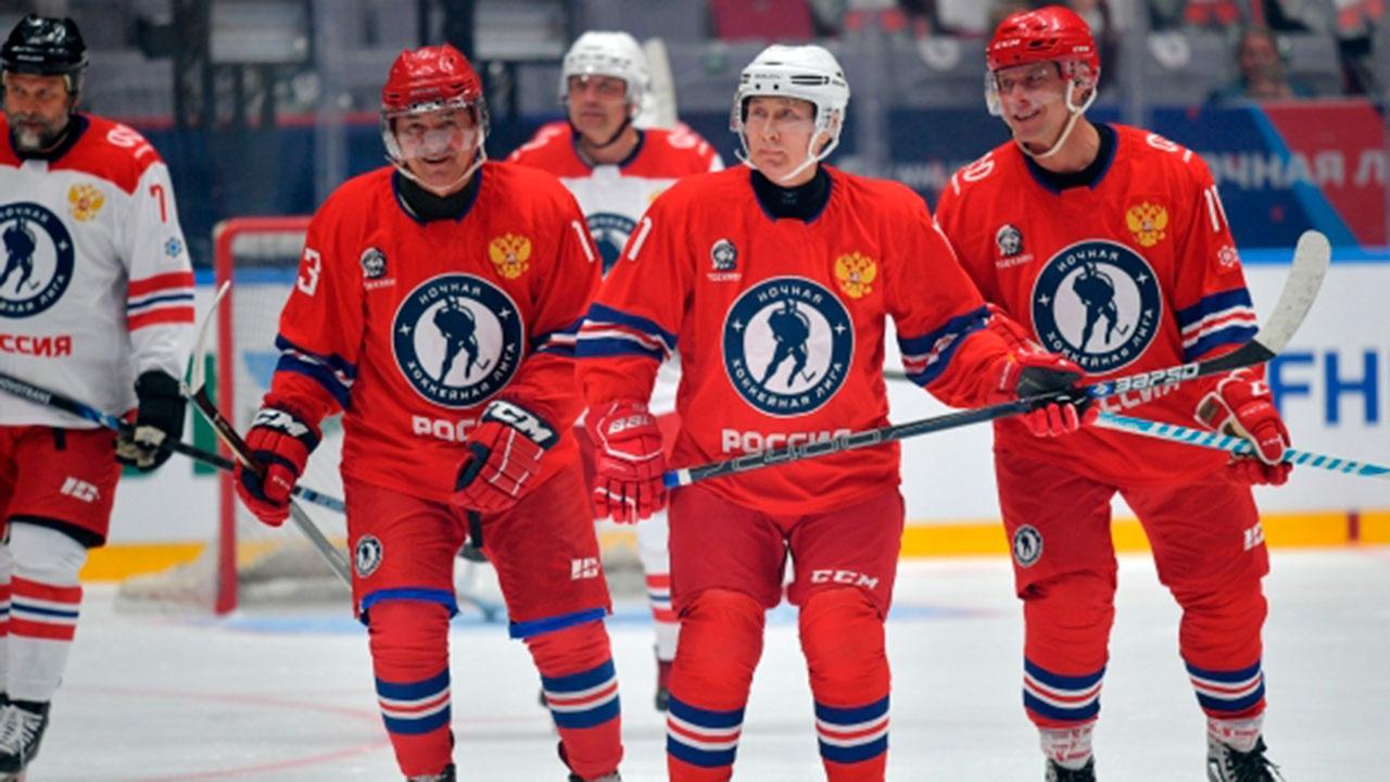 Путин забросил восемь шайб в гала-матче Ночной хоккейной лиги
