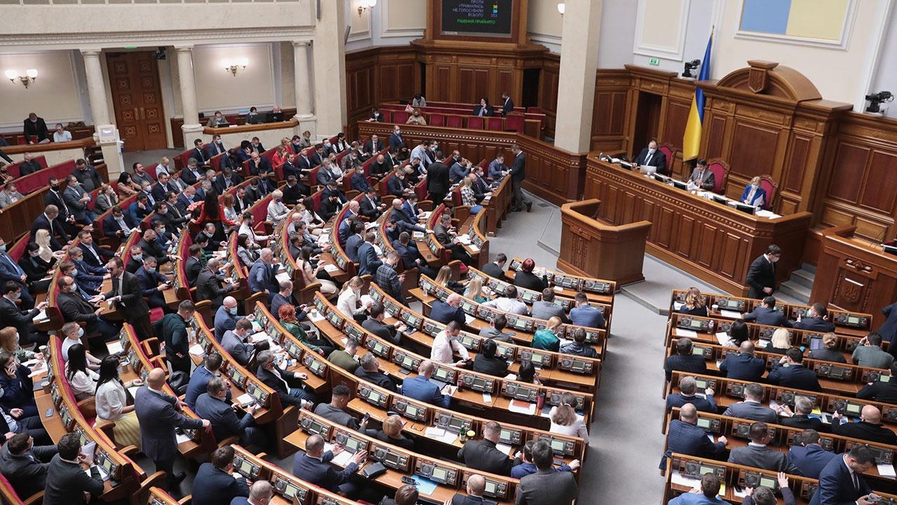 Генпрокуратура Украины подозревает двух депутатов Рады в госизмене
