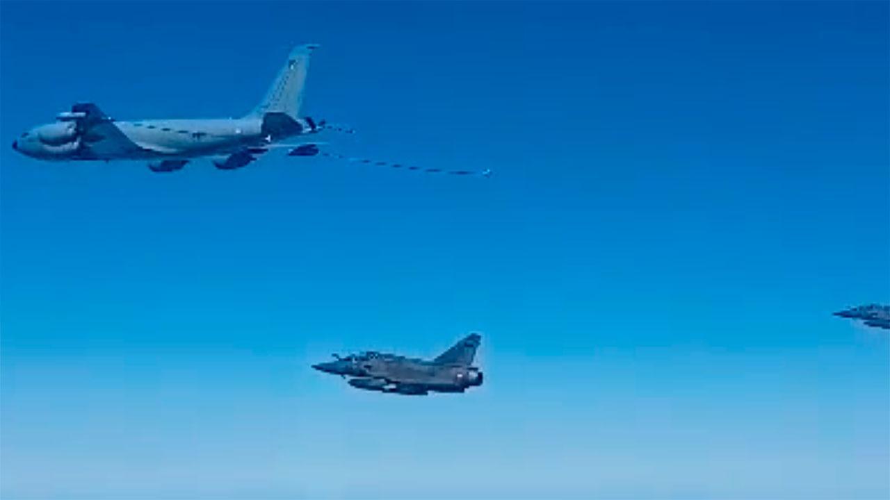 Опубликованы кадры перехвата истребителем Су-30 французских военных самолетов над Черным морем