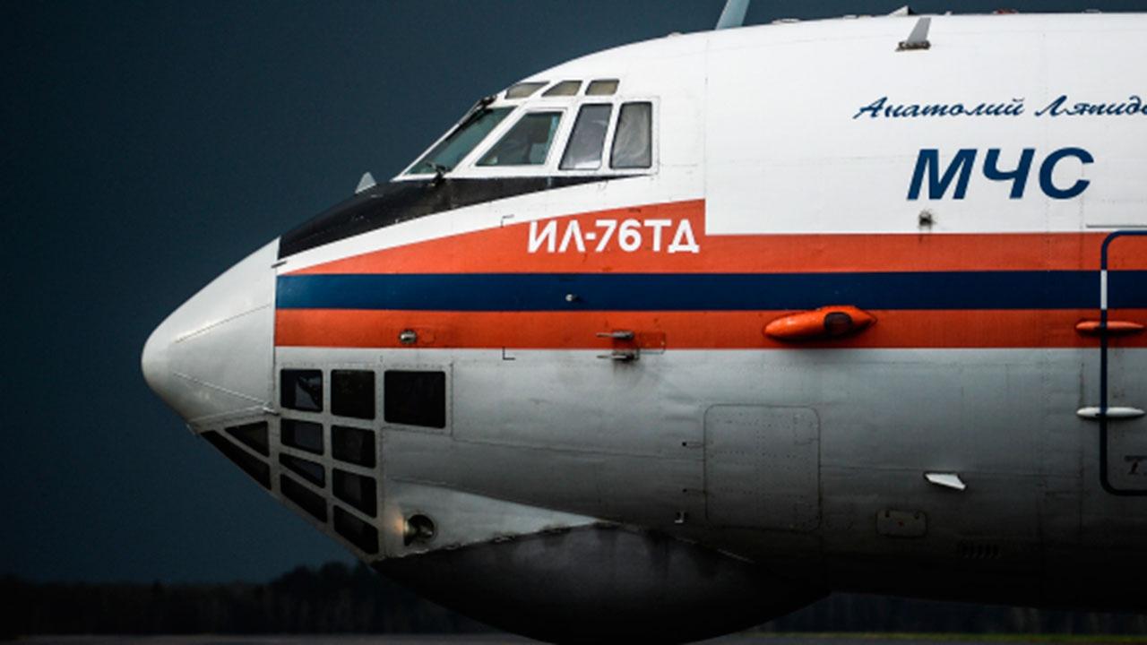 Ил-76 МЧС России готовится к вылету в Казань для эвакуации пострадавших при стрельбе в школе