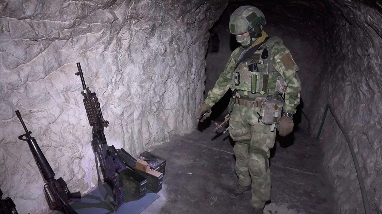 В Сирии к северу от Пальмиры российские военные обнаружили и уничтожили пещеру-бункер боевиков ИГИЛ*