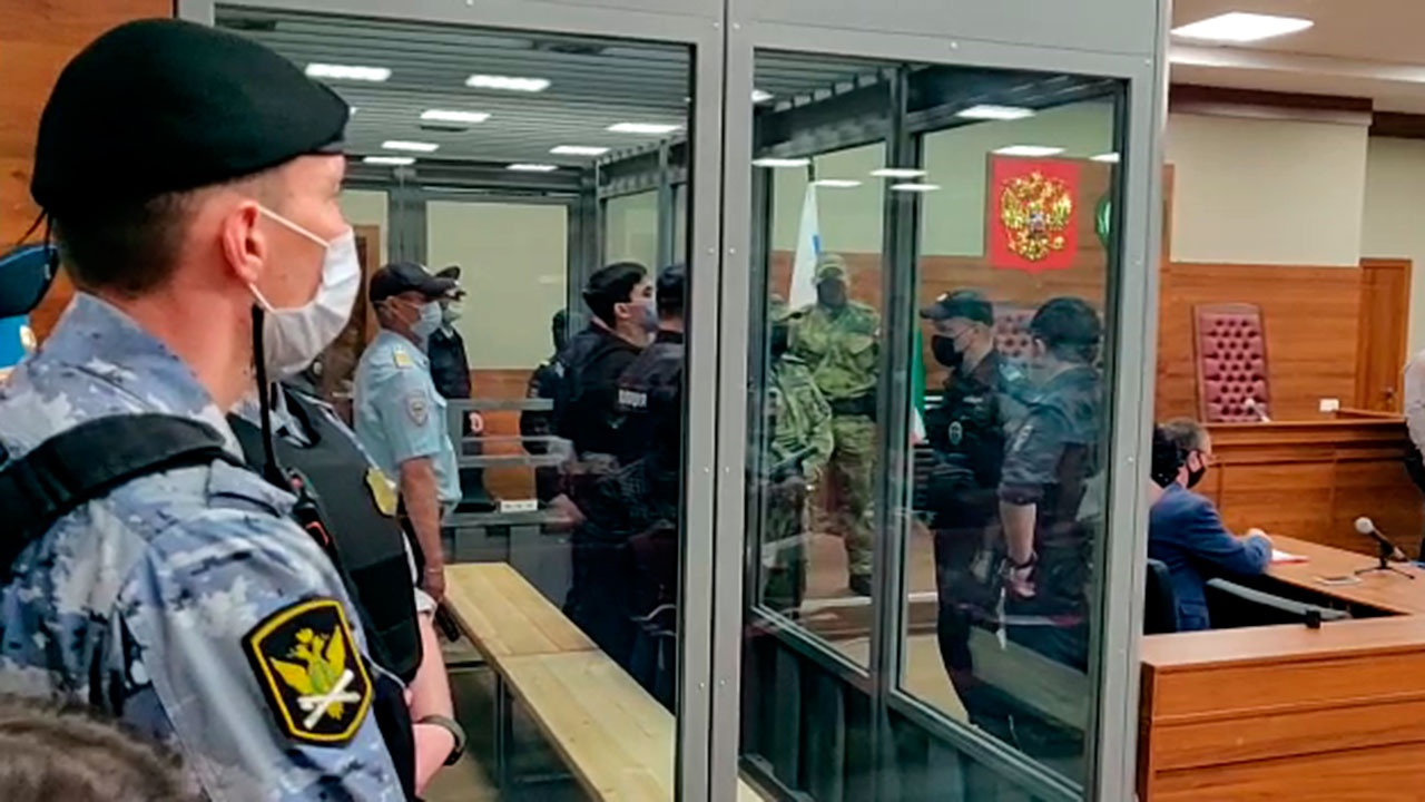 Обвинение потребовало заключить стрелка из Казани под стражу на два месяца